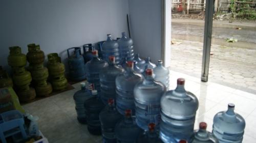 Bisnis gas dan Aqua